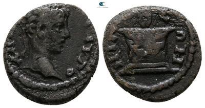 AE14 de Caracalla o Heliogábalo.  ΝΙΚΑΙΕΩΝ. Altar. Nicea 5871585.m