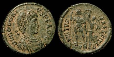 AE3 recortado o cuño bárbaro de Arcadio u Honorio. VIRTVS EXERCITI. Victoria coronando a emperador 6511302.m