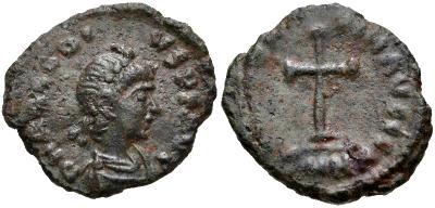 ¿AE4 de Teodosio II. CONCORDIA AVGG. Cycico? 800503.m