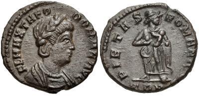 AE4 de Teodora. PIETAS ROMANI. Trier 802985.m