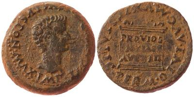 As de Itálica, tiempos de Augusto.  MVNIC ITALIC PERM DIVI AVG. Altar con el texto PROVIDE / NTIAE / AVGVST. 2688754.m