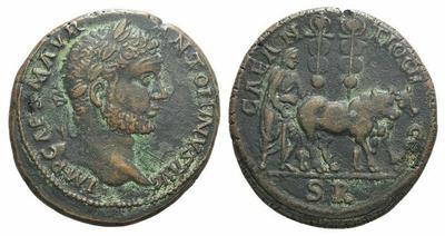 AE32 de Caracalla. CAE ANTIOCH COL. Yunta con guía y estandartes. Antioquía de Pisidia 3221463.m